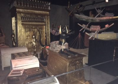 tutankhamun-exhibit-treasures